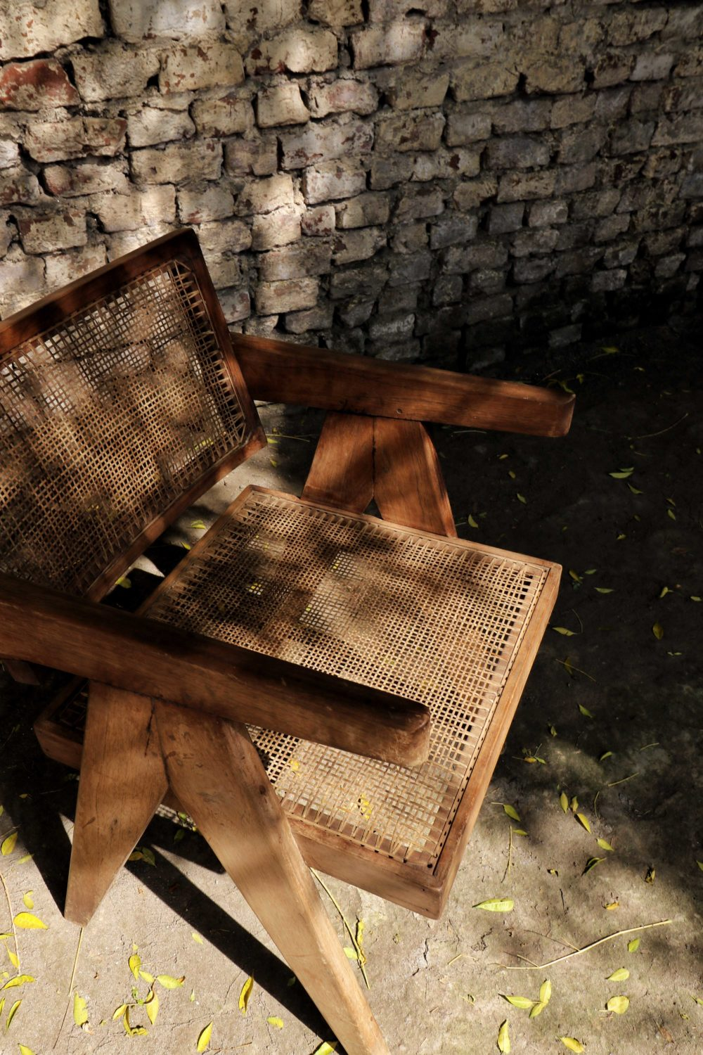 Conference Chair von Pierre Jeanneret by dimochair.com
